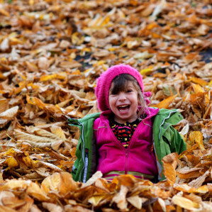 Girl in Leaves Giulio Mola FCC